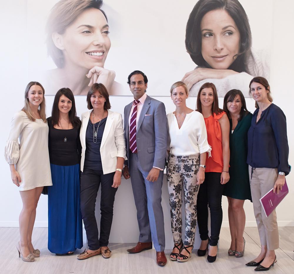 La Dra Villanueva en el 10º aniversario de la toxina bolulínica tipo A de Allergan con el Dr. Raj Acquilla, Ana Garcia Siñériz y el equipo de Allergan.