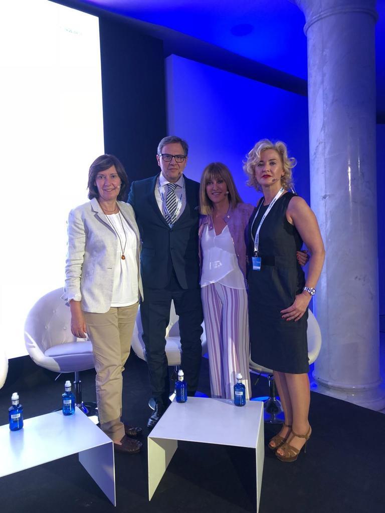 Con el Dr Ortiz, Dra Elia Roo y Dra Arruabarrena Glow Forward - Madrid