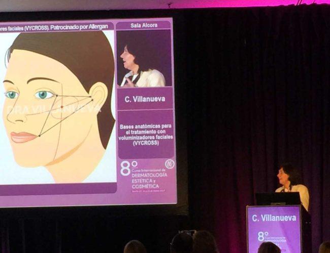 Impartiendo una ponencia en el congreso de dermatologia de sevilla